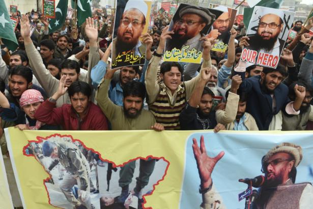 Pakistani supporters of the Jamaat-ud-Dawa (JuD)