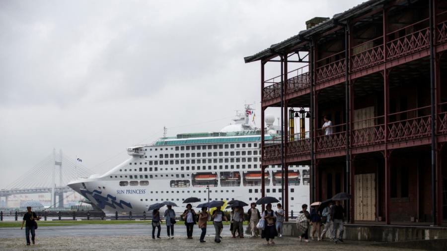 Virus Hits Two Australians on Cruise Ship