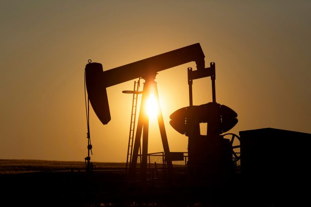 Oil Heads for Another Weekly Gain on Demand Hopes and Shut-Ins