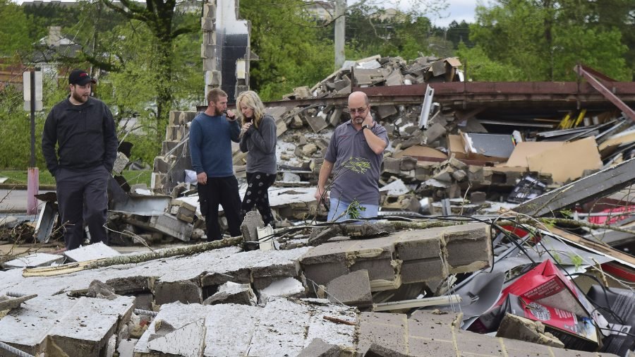 Storm Tears Through Southern States, Killing Over 30