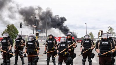 Minnesota Gov. to 'Fully Mobilize' National Guard to Quell Violence