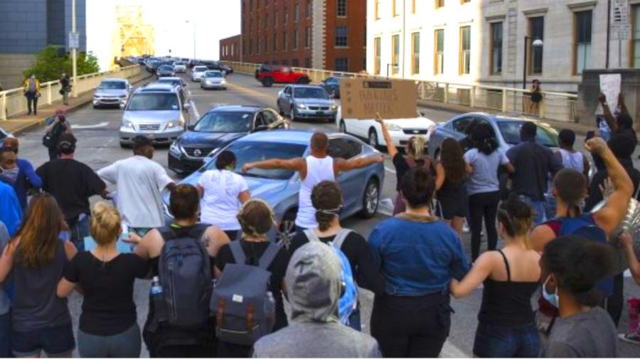 Protesters in Kentucky Block Clark Memorial Bridge; 33 Arrested: Police