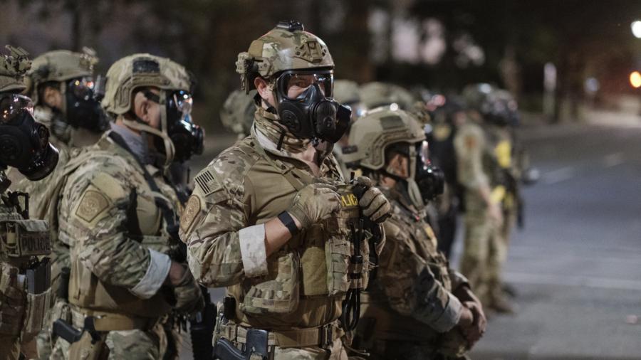 Portland Police Battle Violent Demonstrators as Riots Continue in Oregon City