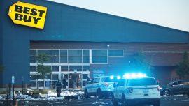 Widespread Looting in Chicago, Dozens of Stores Broken Into