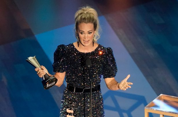 Carrie Underwood accepts the entertainer of the year award