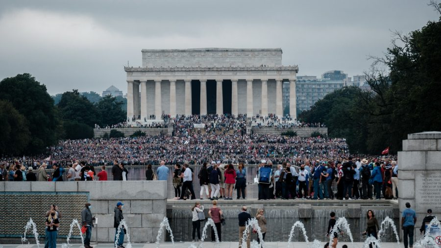 Thousands March in Washington to Pray and Show Support for Trump