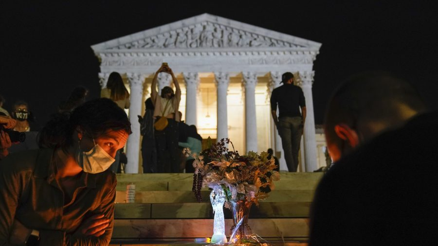Hundreds Gather at Supreme Court to Mourn Ginsburg's Death, Trump Orders Flags to Be Flown at Half-Staff