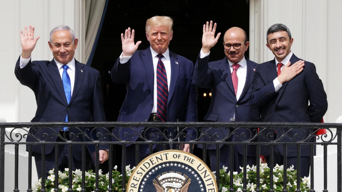 Benjamin Netanyahu, U.S. President Donald Trump, Foreign Affairs Minister of Bahrain Abdullatif bin Rashid Al Zayani,