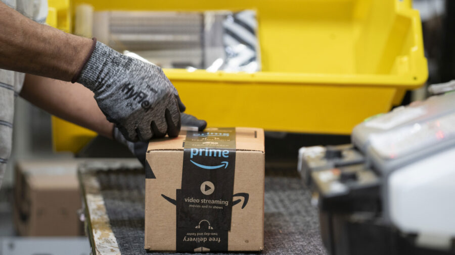 Amazon Plans to Add 100,000 Seasonal Workers in Holiday Hiring Blitz