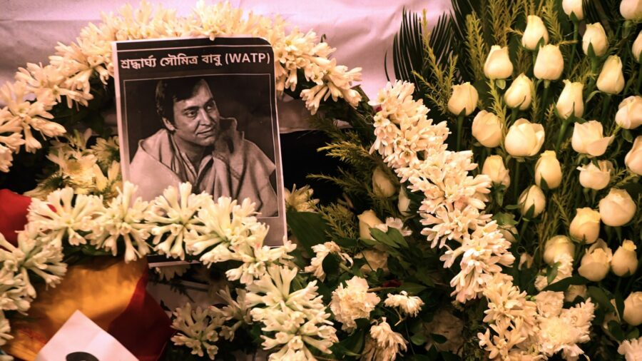 Soumitra Chatterjee, Indian Acting Legend, Dies From COVID-19 Complications