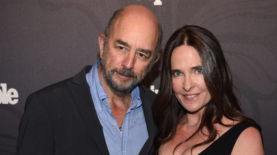 'West Wing' Actor Richard Schiff and Wife Sheila Kelley Test Positive for CCP Virus