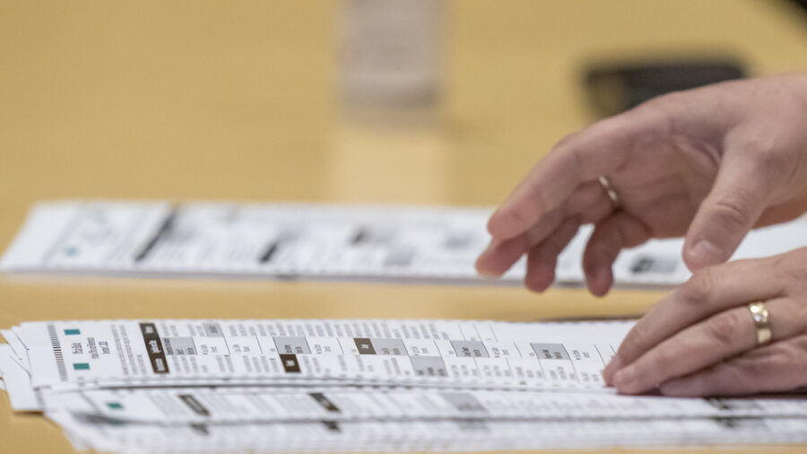 Tech Experts Call for Uniform Voting System