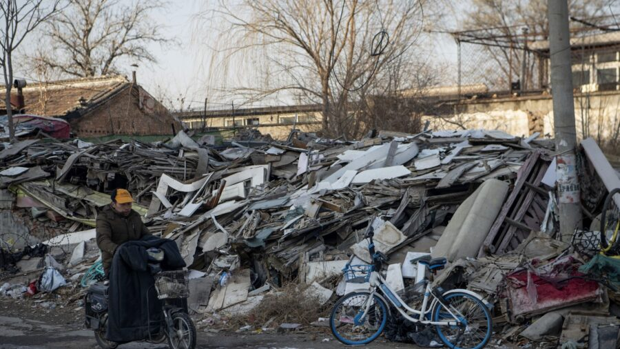500 Police Evict Residents, Demolish Homes in Beijing
