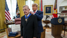 Trump Awards Medal of Freedom to Lou Holtz