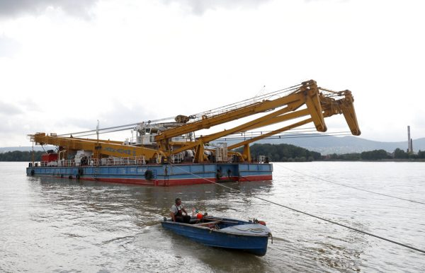 A floating crane able to lift 200 tons