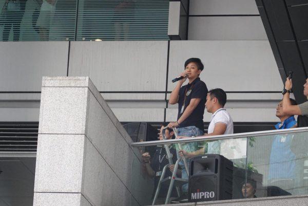 police negotiator in Hong Kong