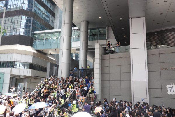 police negotiator in HK