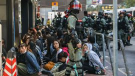 Hong Kong Police Suspends Implementing Anti-Mask Law, Amid Continued Violence at College Campus