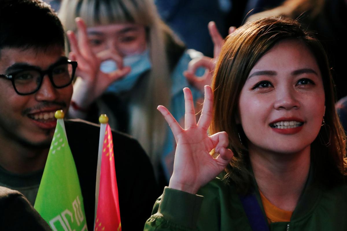 Supporters of Taiwan President Tsai Ing-wen